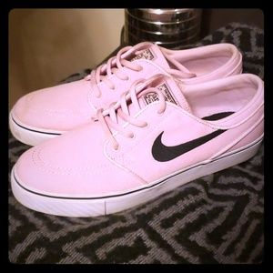 Nike 7Y wmns 9 mens 8  tennis shoes. Janoskis